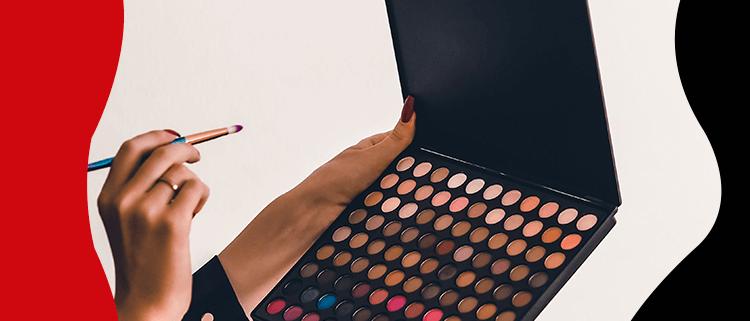 Fashion Trends-Kombinieren Sie Ihr Make-up mit der Kleidung, die in Mode ist
